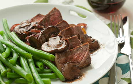 Peppered Steak with Mushrooms and Red Wine Pan Sauce